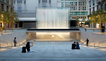 """Apple Piazza Liberty"" dell'archistar Norman Foster."